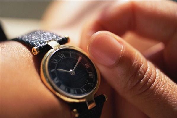 Как правильно  носить наручные часы Фото