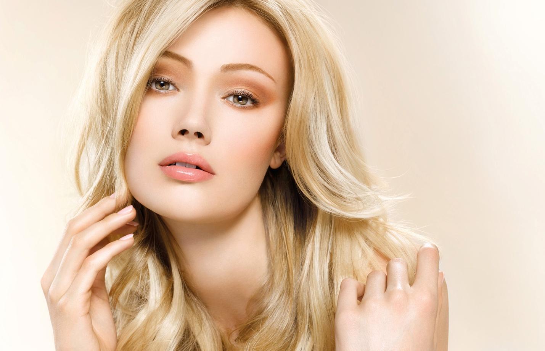 Естественный макияж глаз для блондинок