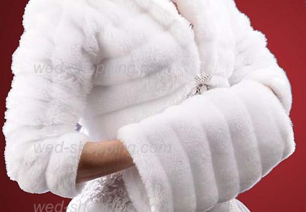 Меховая муфта и наушники – теплое и стильное дополнение имиджа Фото
