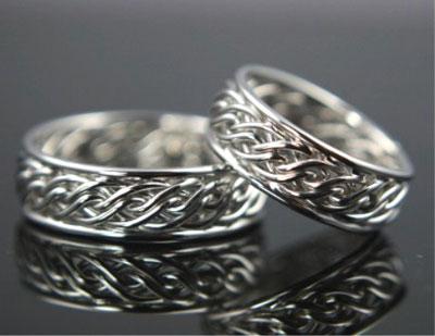 Обручальное кольцо   символ любви Фото