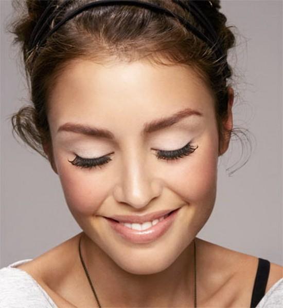 Легкий макияж из теней