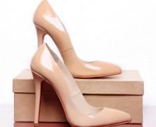 Сколько туфель должно быть у женщины?